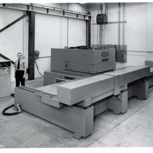 HURCO Compucat 1973, 2-Achs-CNC-Maschine, erfunden von Firmengründer Gerald Roch